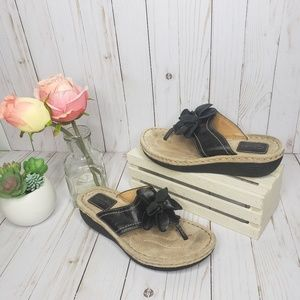 Clarks Artisan Leather Flower Thong Sandals